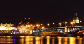 Mainzer Fastnacht schlägt Brücke über den Rhein